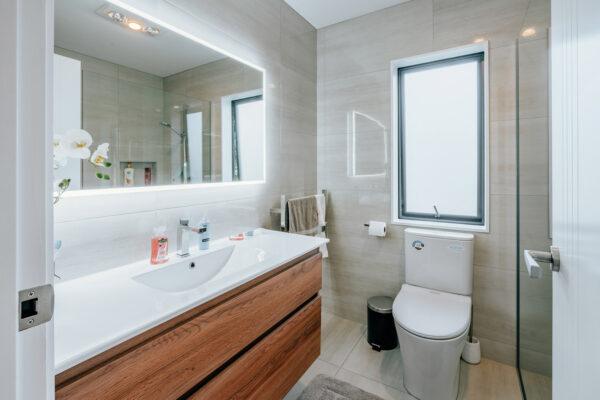 Bathroom_0004_210326-175853-DSC02502-HDR-(4Stars)-DavidKang